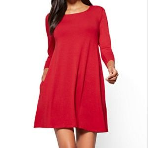 NWOT loose red dress with side pockets. Winter